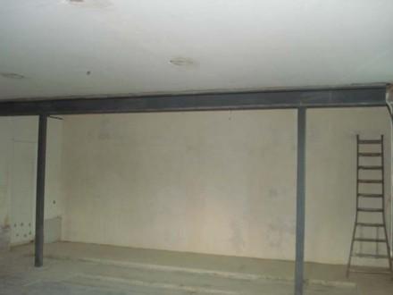 Abstützungen sind entfernt; Stahlträger übernimmt nun die Funktion der herausgebrochenen Wand