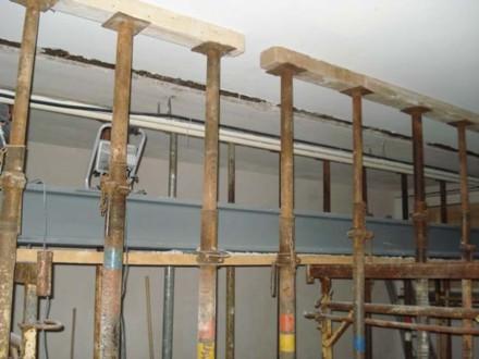 Wand ist draussen - Stahlträger bereit zum Einbau